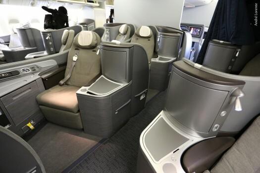 A primeira classe possui apenas 8 assentos. Detalhe para o cinto de 3 pontos