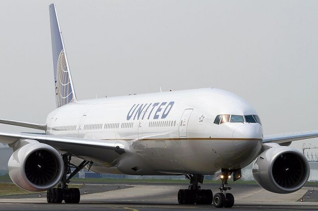 800px-Boeing_777-222,_United_Airlines_AN1914129