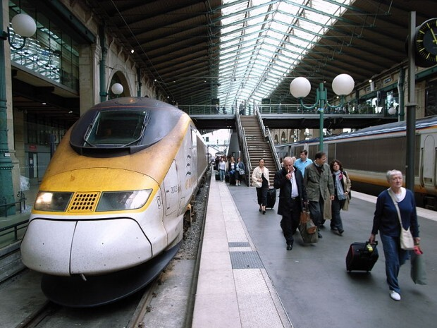 800px-Eurostar_at_Paris_Gare_du_Nord