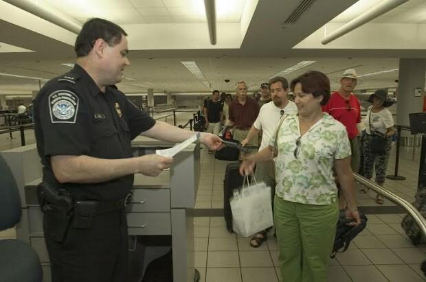 Controle de acesso no aeroporto (foto> divulgação U.S. Customs and Border Protection)