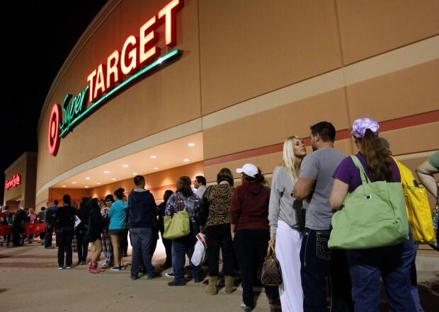 Fila na Target para o início das vendas. Richard W. Rodriguez/ AP Images/ Target.