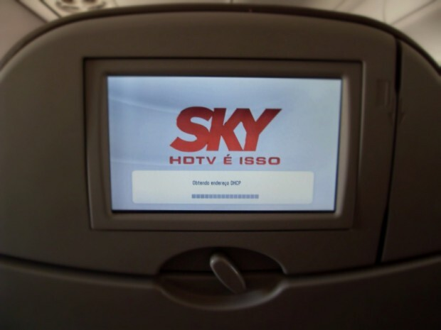 Embraer 190 da AZUL com TV Sky ao vivo
