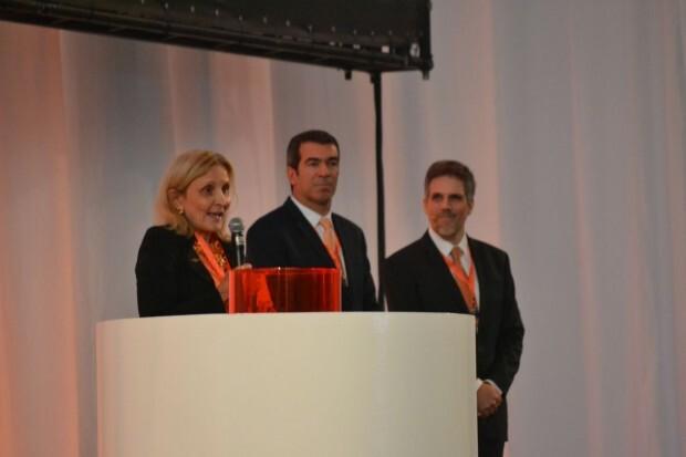 Danna, Constantino e Kakinoff durante evento