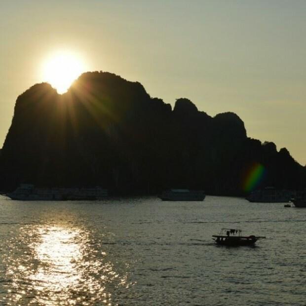 Nascer do Sol em Halong Bay - Vietnã