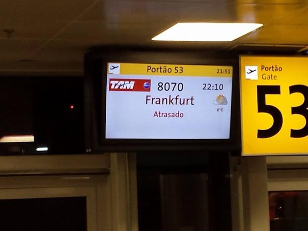 como-e-voar-europa-tam-voo-monitor-atrasado