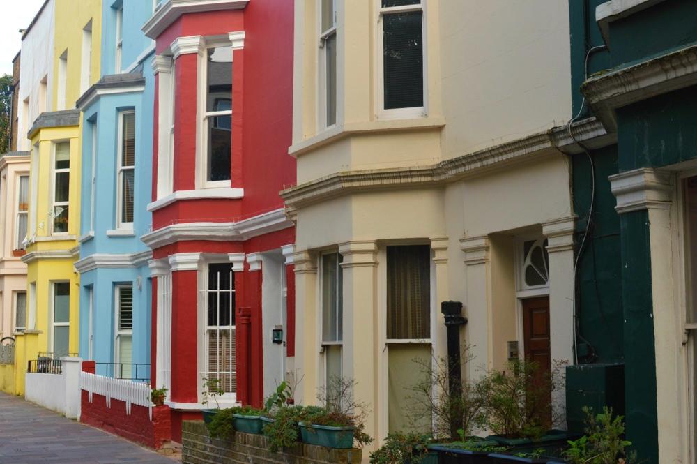 Casinhas coloridas pelas ruas de Notting Hill