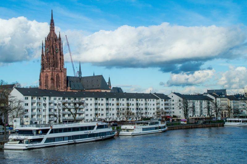 A Torre da Kaiserdom e o Rio Meno
