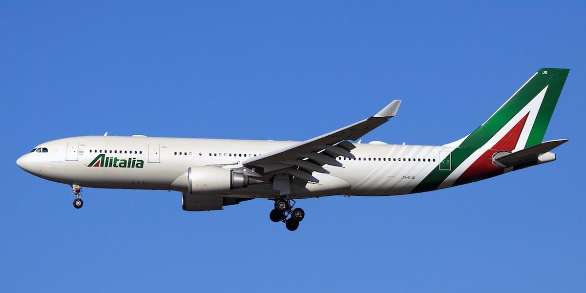 Como é voar na Classe Executiva da Alitalia no Airbus A330 - com um bebê de  colo!