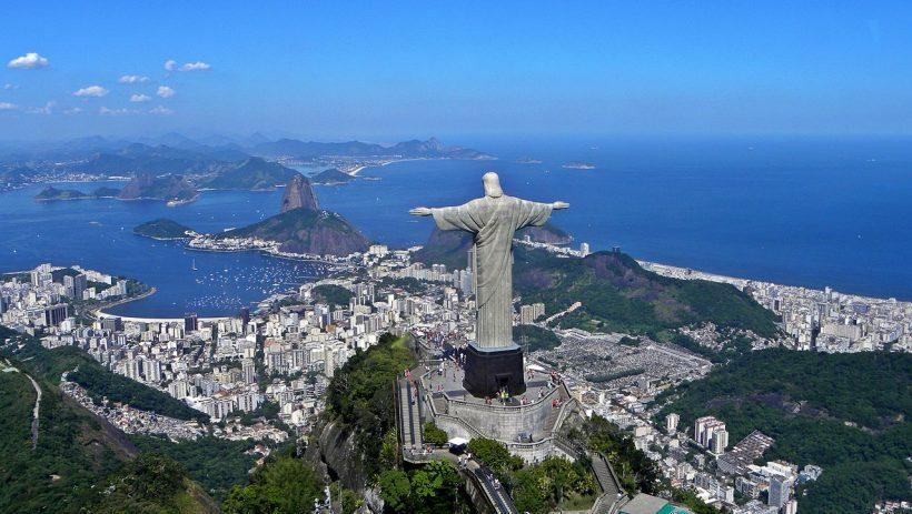 Cristo Redentor com vista para a Baía de Guanabara