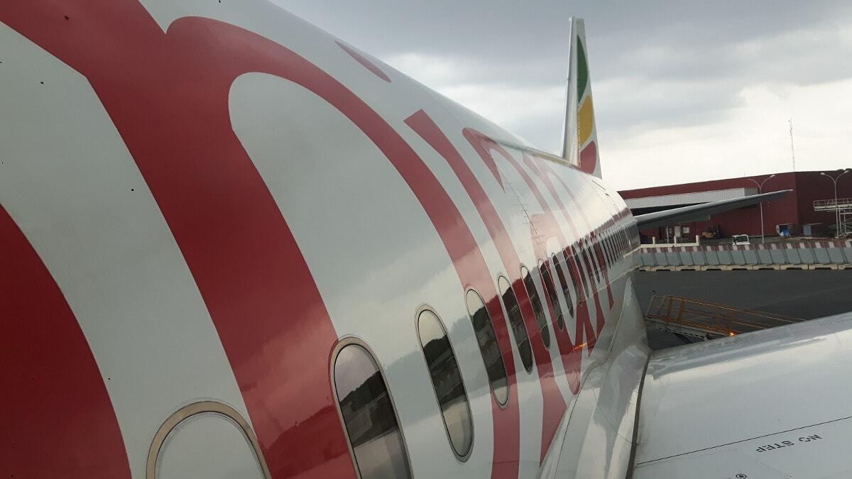 Avião da Ethiopian Airlines fazendo conexão em Addis Abeba