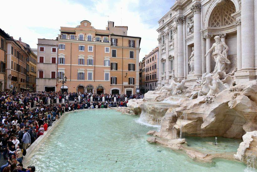 roma italia fontana di trevi