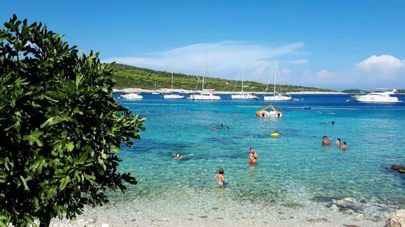 423b494f14bf Vale lembrar que o caminho de carro entre cada praia não é mais do que  alguns minutos. E há bares com petiscos e bebidas em quase todos esses  locais de ...