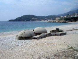 bunkers praia albania