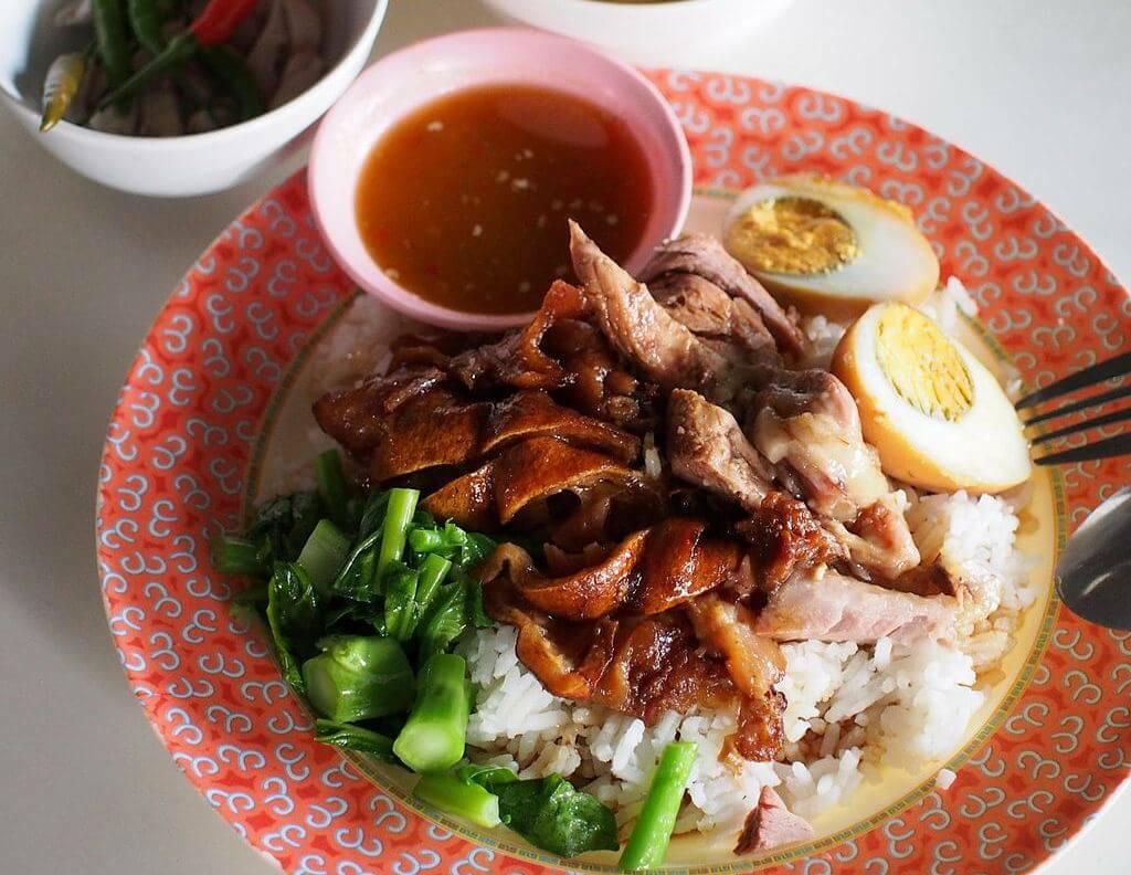 joelho de porco, comida tailandesa