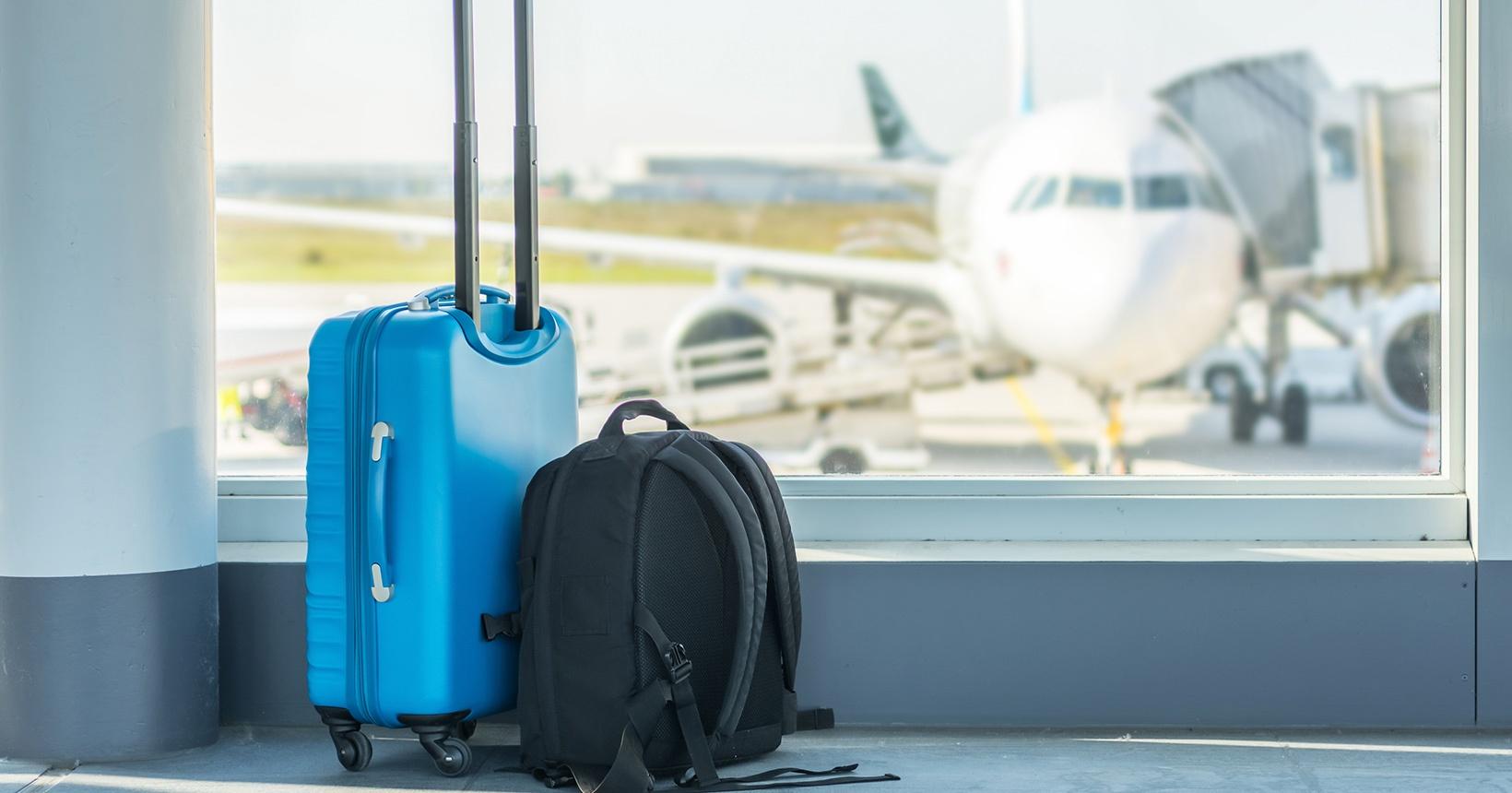 Pode levar mochila no avião mais a mala de mão?