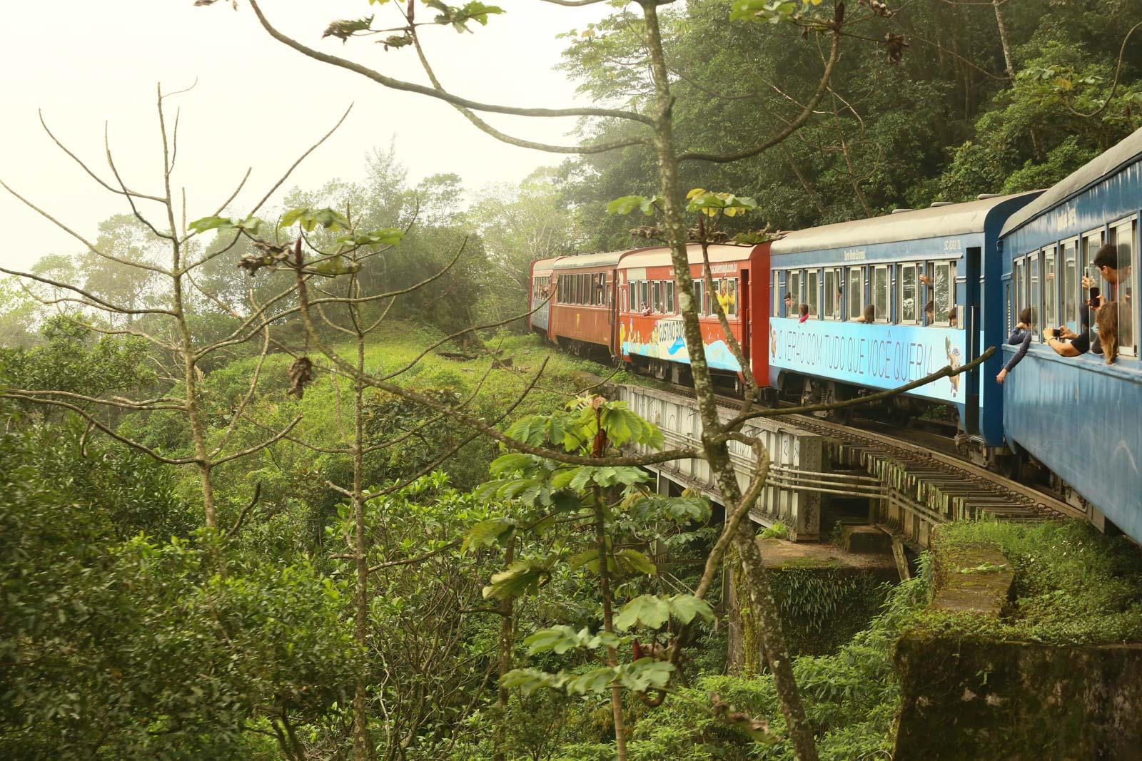 Passeio de trem de Curitiba para Morretes e que fazer e turismo em Curitiba