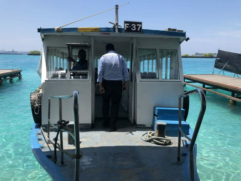 barco publico maldivas