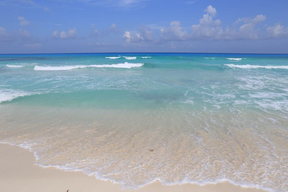 praia cancun sargaço