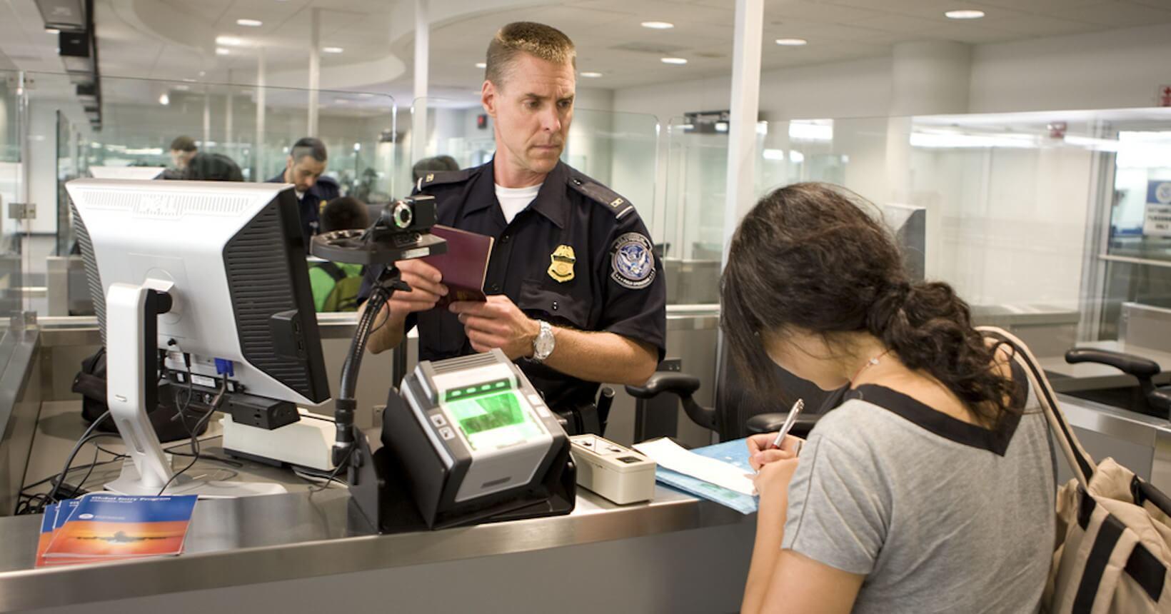 Oficiais de imigração podem fazer perguntas relacionadas ao tempo fora do Brasil