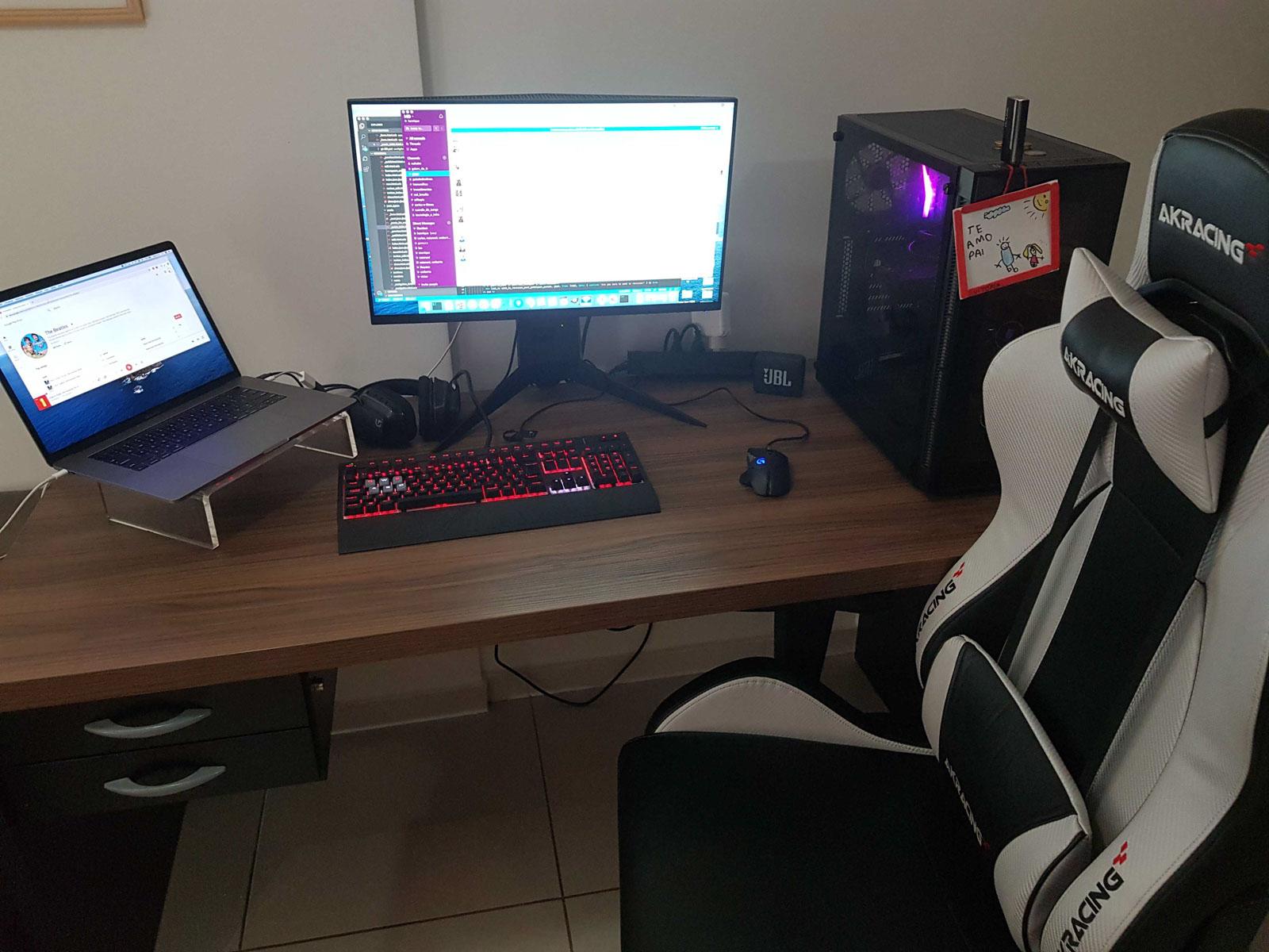 Home office do Henrique