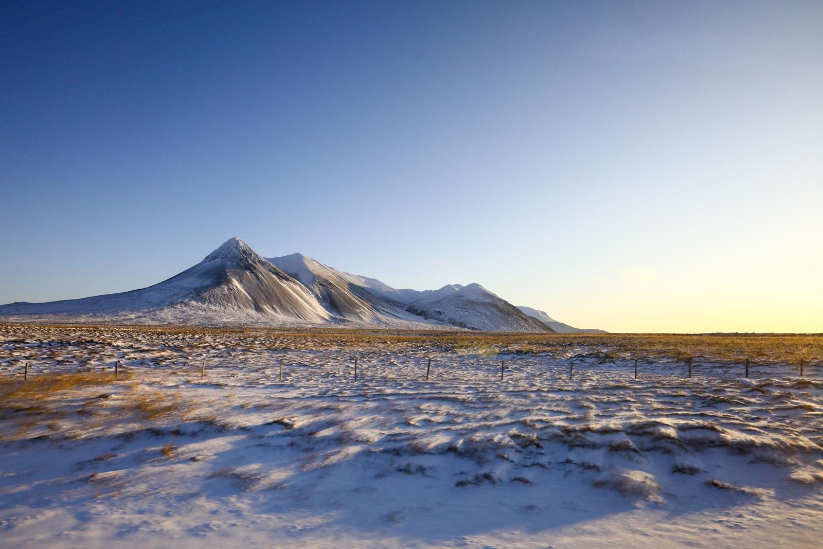 Paisagem à beira da estrada na Islândia