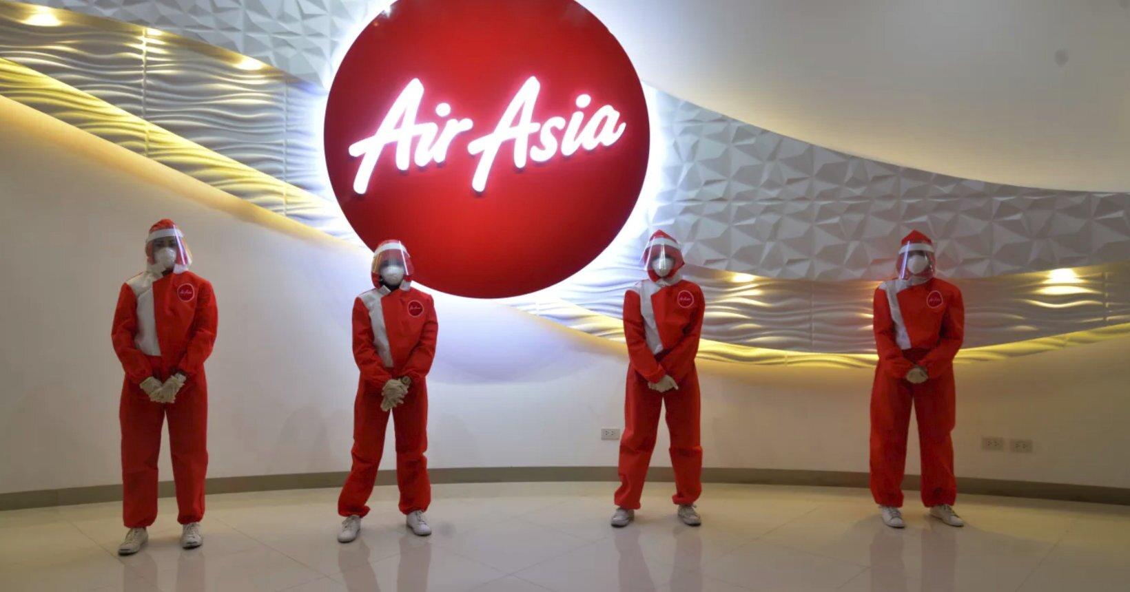 Novo uniforme da AirAsia em tempos de pandemia