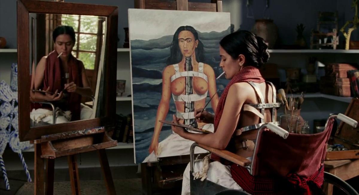 Cena de Frida pintando na Casa Azul