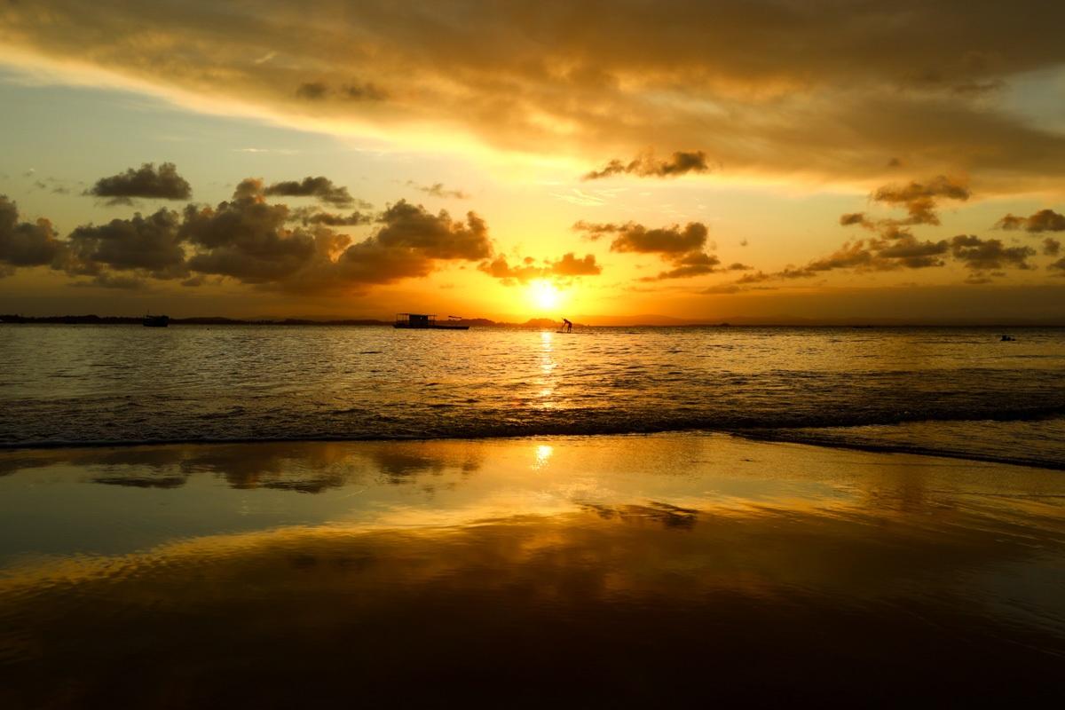 Pôr do sol na Praia da Ponta do Mutá