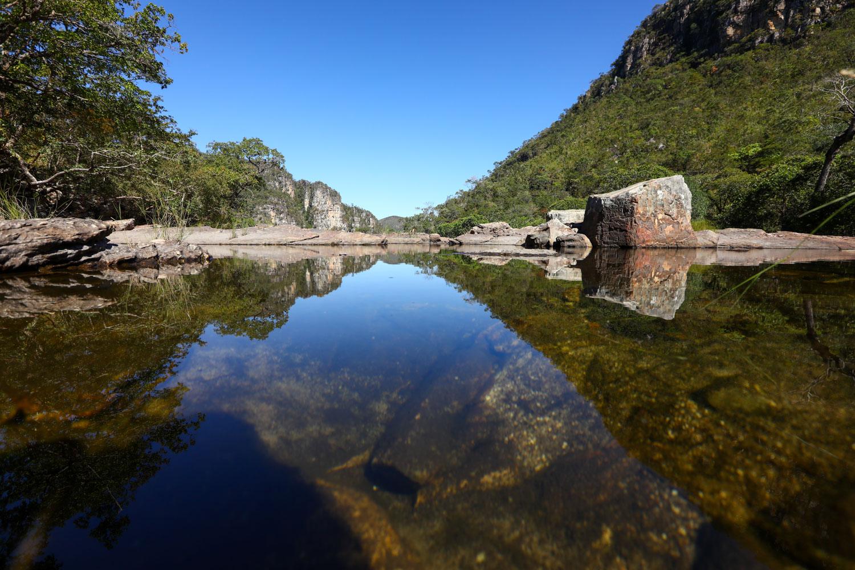 Poço do salto de 80 m no Parque Nacional da Chapada dos Veadeiros