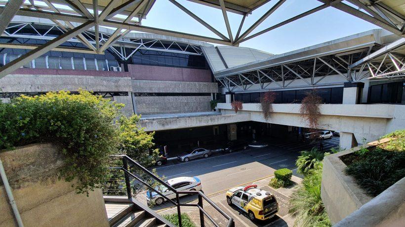 Aeroporto afonso pena em curitiba fachada