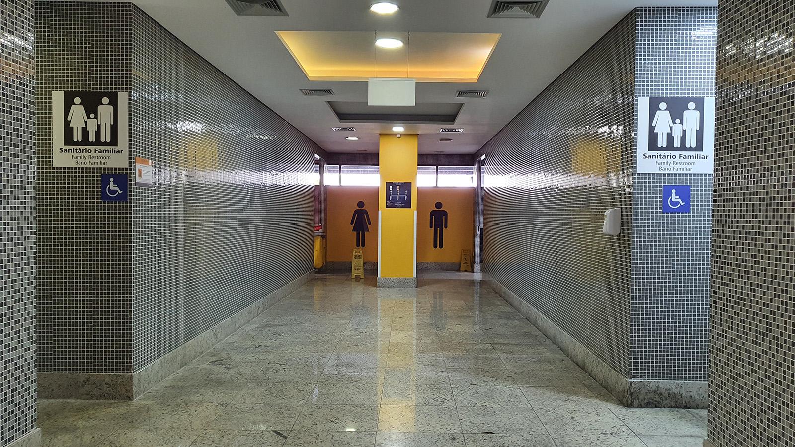 Banheiros do aeroporto de curitiba CWB
