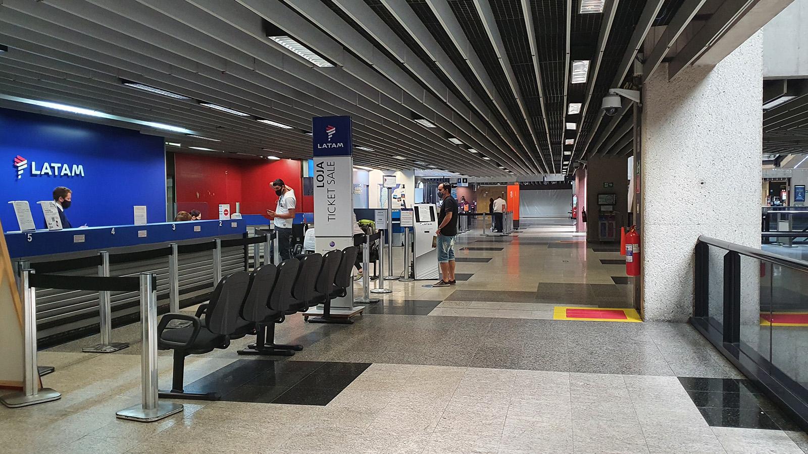 lojas das companhias aéreas no aeroporto de Curitiba (CWB)
