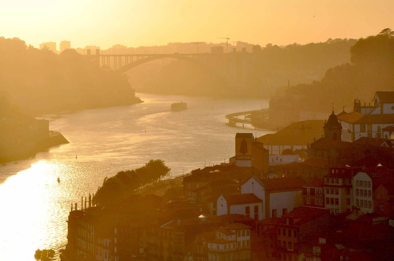 pôr do sol douro porto portugal