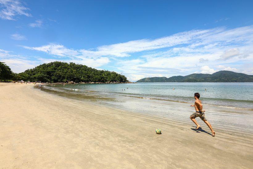 Praia com criança